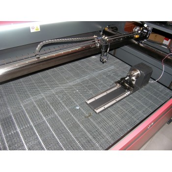 Ploter laserowy do grawerowania na szkle. Przystawka obrotowa