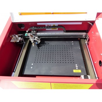Ploter laserowy regulowany stół