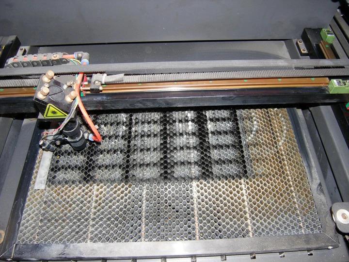 zardzewiale prowadnice ploter laserowy